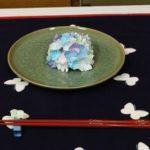 折り紙、皿、箸