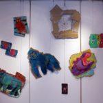 ダンボール、パステル、アクリル絵の具、麻紐